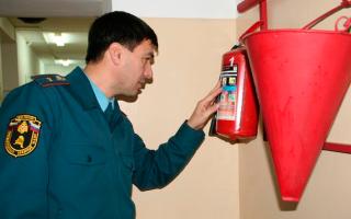 Пожарный инспектор: должностные обязанности и полномочия государственного работника