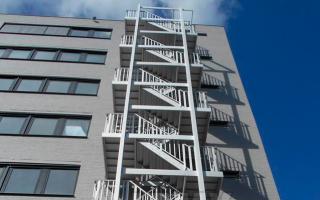 Наружные пожарные лестницы: виды и требования к эксплуатационным характеристикам