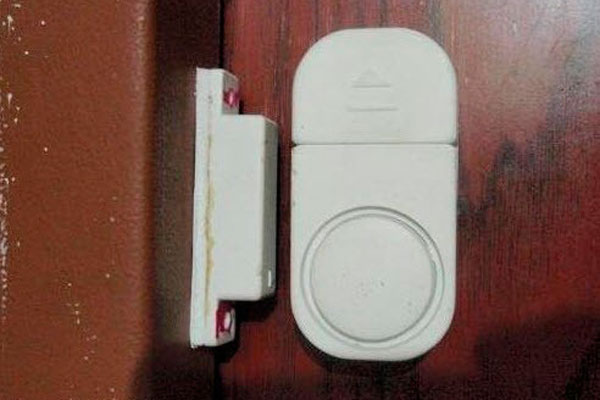 Датчик беспроводной охранной сигнализации на двери