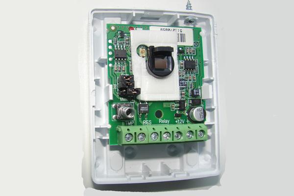 Очистка сенсоров извещателя сигнализации от пыли