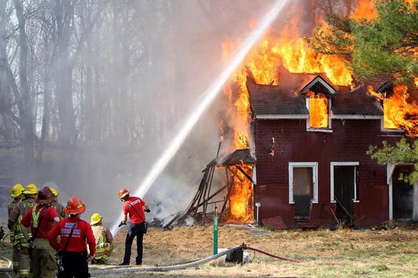 Тушение пожара водой