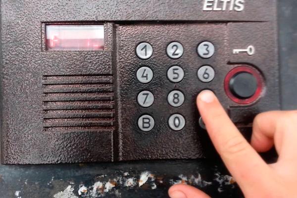 Процесс открытия домофона Eltis с помощью кода