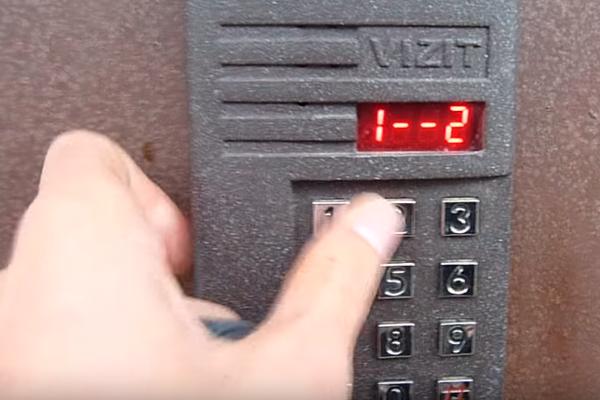 Процесс установки индивидуального кода на домофон Vizit