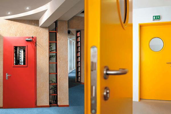 Противопожарные двери для обеспечения пожарной безопасности в современных зданиях