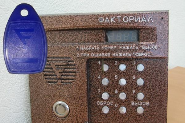 Домофон Факториал с бесконтактным ключом