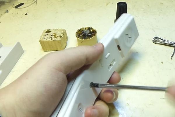 Открытия корпуса трубки домофона