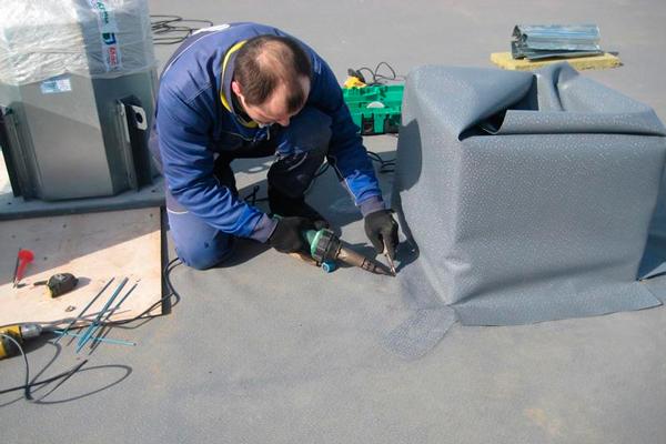 Монтаж крышного вентилятора дымоудаления