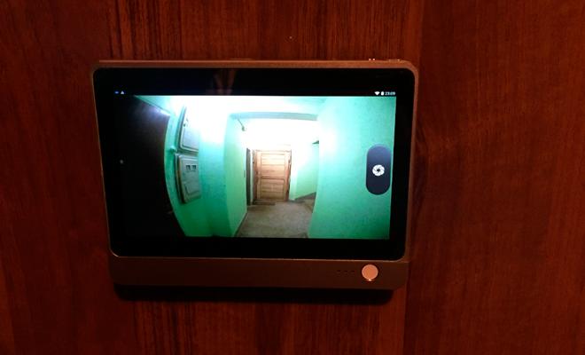 Камера видеонаблюдения в глазок двери - как выбрать и установить?