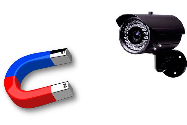Попытка вывести камеру видеонаблюдения из строя магнитом