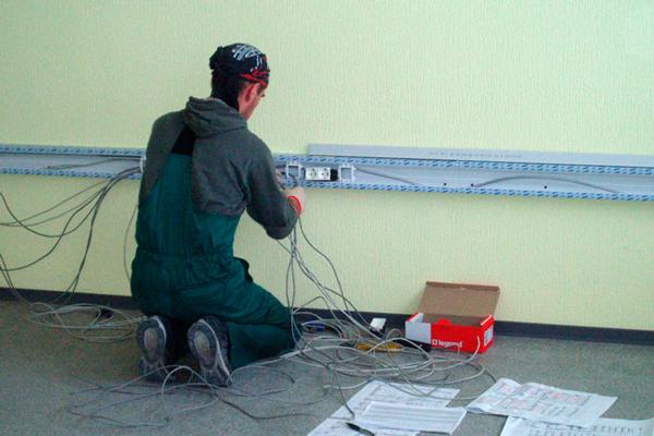 Монтаж кабеля витая пара для систем видеонаблюдения