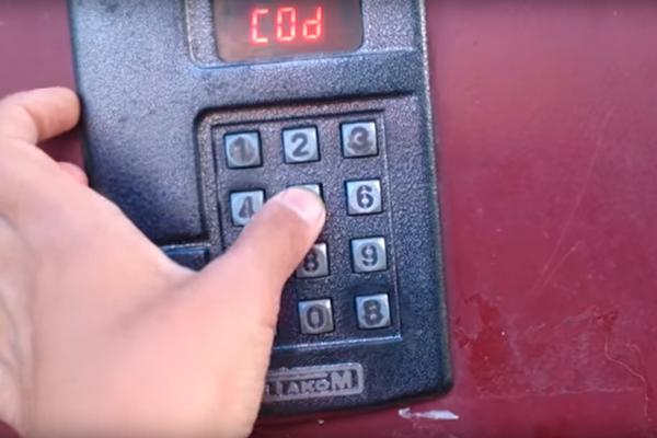"""Ввод стандартного кода для открытия домофона """"Метаком"""" без ключа"""