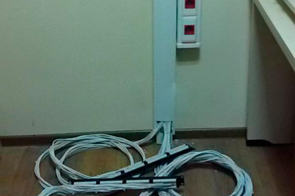 Прокладывание кабелей в специальные каналы в случае закрытого монтажа СТС