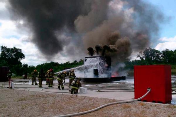 Процесс тушения электроустановок пожарниками
