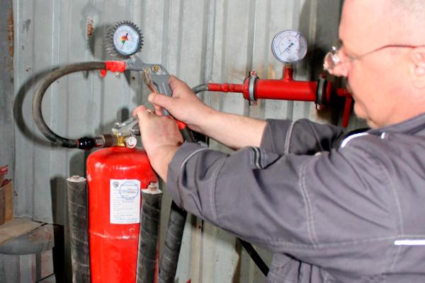 Процесс перезарядки огнетушителя