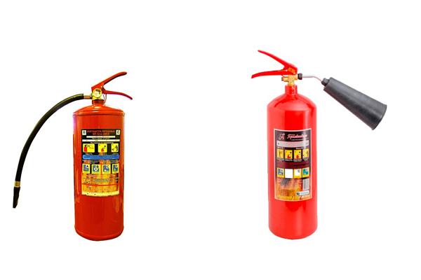 Порошковый и углекислотный огнетушители для тушения горящего бензина