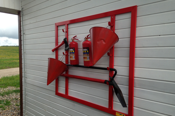 Размещение огнетушителя на пожарном щите