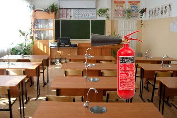 Огнетушитель в кабинете химии