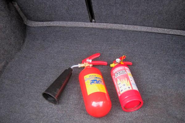 Углекислотный огнетушитель в машину