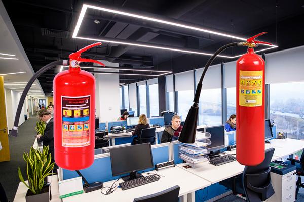 Углекислотный и порошковый огнетушитель для офиса