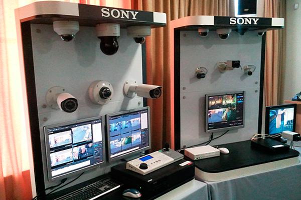 Стенд с продукцией видеонаблюдения Sony