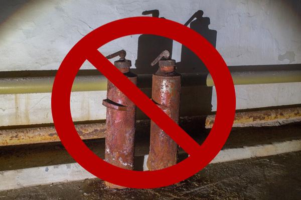 Запрет на применение огнетушителя с признаками коррозии