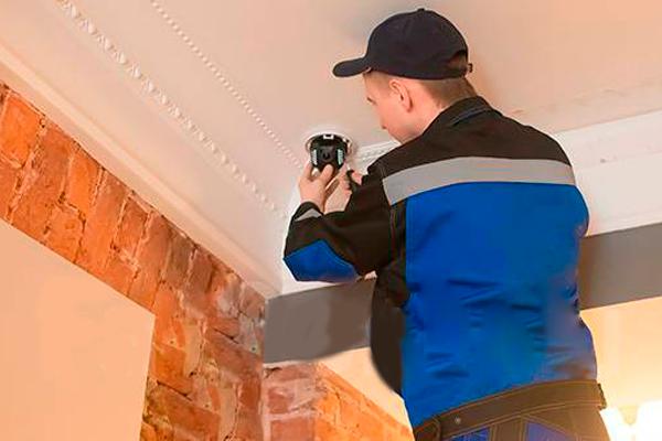 Процесс монтажа системы видеонаблюдения в квартиру