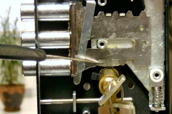 Схема процедуры аварийного вскрытия замка