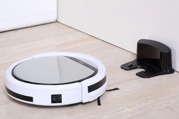 Процесс автоматической зарядки робота-пылесоса iLife v50