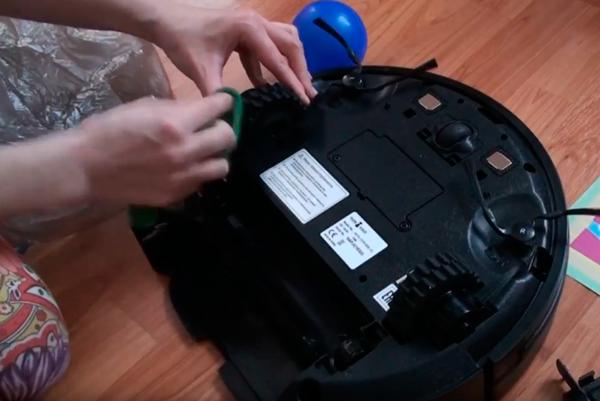 Чистка колес на роботизированном пылесосе