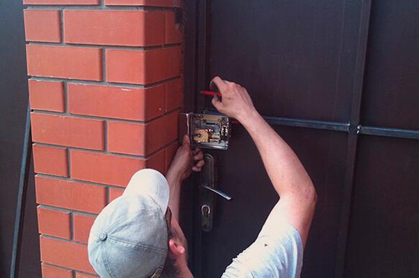 Процесс установки домофона в загородном доме