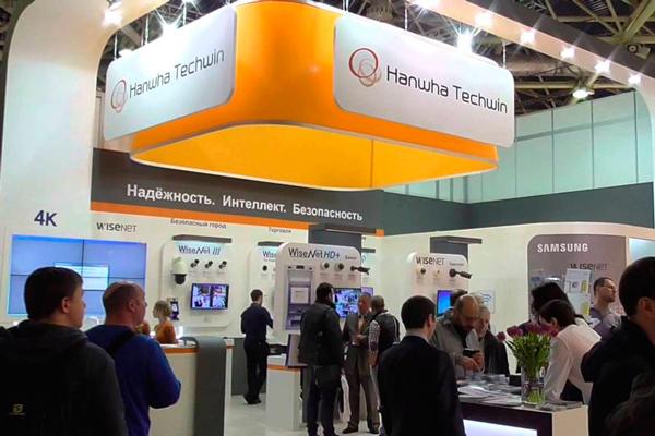 Стенд с продукцией компании Hanwha Techwin