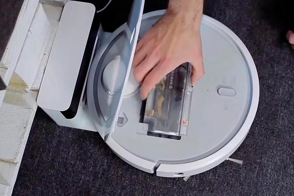 Чистка фильтра на роботизированном пылесосе Xiaomi для устранения неполадок