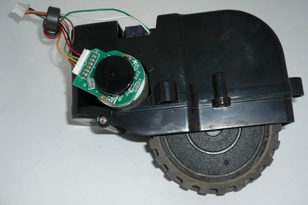 Разбор колеса робота-пылесоса Panda для устранения неполадок