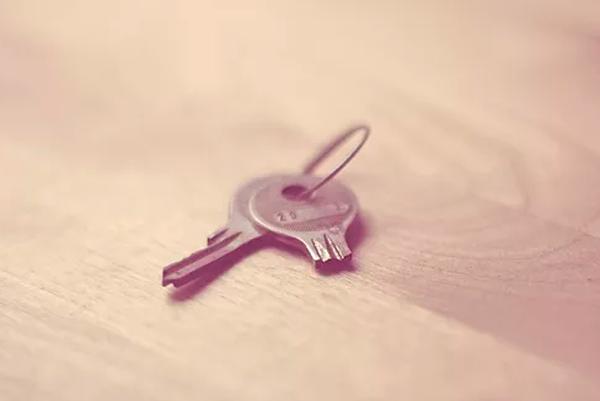 Обращение в аварийную службу вскрытия из-за поломки ключа