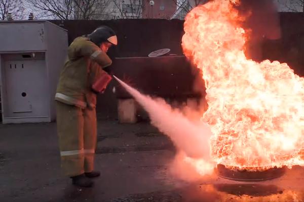 Процесс тушения порошковым огнетушителем ОП-1