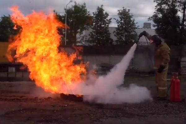 Процесс тушения пламени углекислотным огнетушителем ОУ-10