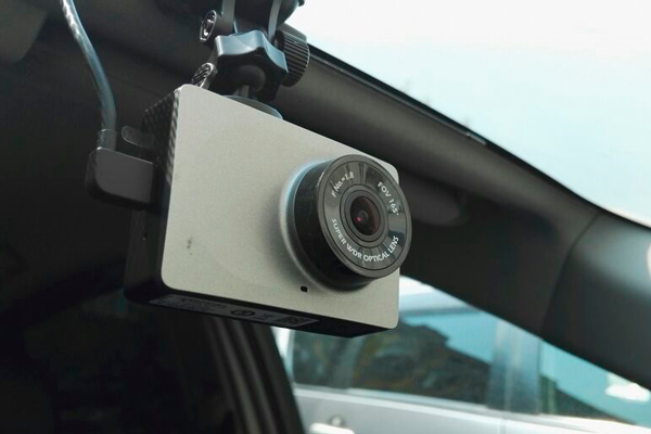 Автомобильный видеорегистратор Xiaomi Yi Car DVR 1080P Wi-Fi