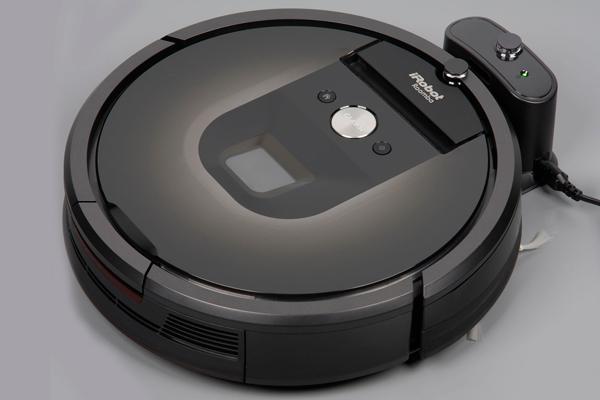 Процесс автоматической зарядки робопылесоса iRobot Roomba 980