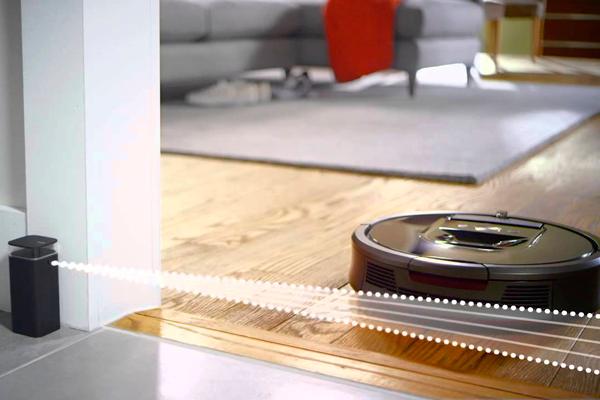 Вид с под низу робота-пылесоса iRobot Roomba 980