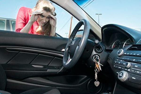 Обращение в службу вскрытия из-за захлопывания автомобиля