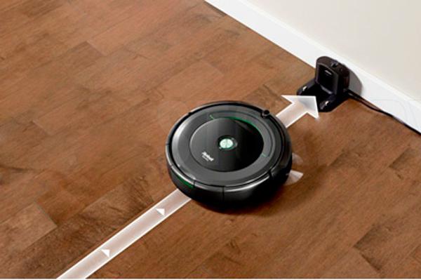 Процесс автоматической зарядки робота-пылесоса iRobot Roomba 676