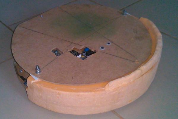Корпус самодельного робота-пылесоса из дерева