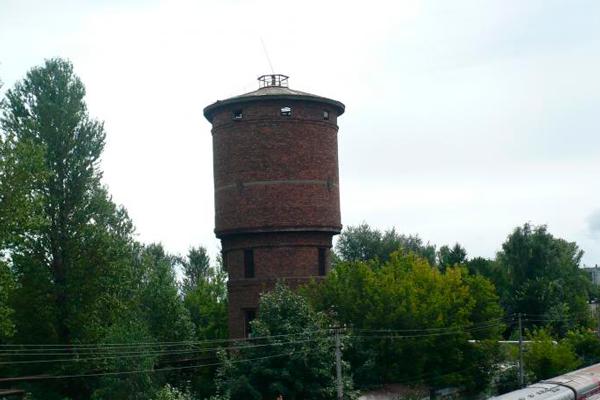 Старая водонапорная башня в городе Псков