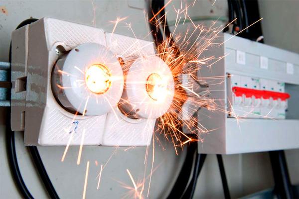 Искрение электроустановок, как одна из причин возникновения пожаров