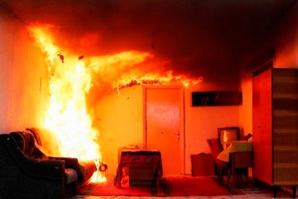 Начальная стадия пожара в квартире