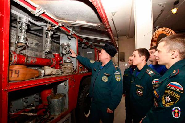 Проверка крепежей на пожарной машине