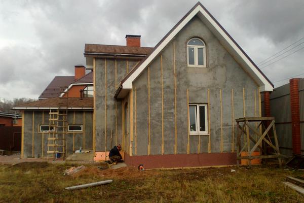 Облицовка фасада дома панелями для огнезащиты
