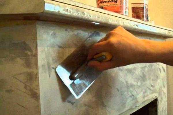 Отштукатуривание камина огнеупорной глиной