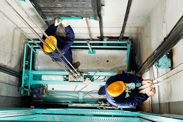 Монтаж лифта для перевозки пожарных