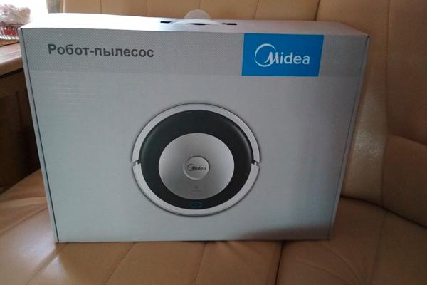 Робот-пылесос Midea MVCR01 в коробке